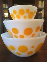Vintage 3 Pyrex Agee Crown Australian Yellow Dot Bowl Set. Hard to Find, Rare.