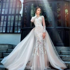 2017 Tulle Full Sleeve Bridal Gown,O-Neck V Back Applique Charming Wedding Dresses with Detachable Train,220039