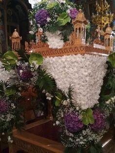 Πανέμορφος και φέτος ο στολισμός του επιτάφιου στον Ι.Ν Αγίου Αθανασίου στο Σουφλί | InEvros.gr Gothic Furniture, Jesus Christ, Religion, Floral Wreath, Christmas Tree, Wreaths, Holiday Decor, Flowers, Home Decor
