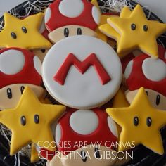 Super Mario cookies - love the even coating of sugar frosting Super Mario Party, Cupcakes Super Mario, Bolo Super Mario, Mario Birthday Cake, Super Mario Birthday, Birthday Cookies, Boy Birthday Parties, 8th Birthday, Mario Bros Kuchen