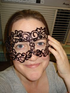 DIY romantic masqureade mask with glue gunDIY romantic masqureade mask with glue gunHot glue jewelry - the crafty chicaDo you think glue guns are only used to glue things? Come see how to make hot Sharpie Art Projects, Glue Gun Projects, Glue Gun Crafts, Sharpie Crafts, Wax Paper Crafts, Hot Glue Art, Crafty Craft, Craft Kids, Wiccan Crafts