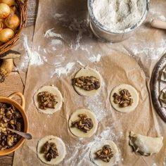 Pyszny farsz do pierogów - polecamy 3 proste przepisy Polish Recipes, Polish Food, Tortellini, Food And Drink, Cooking Recipes, Pudding, Lunch, Dinner, Pierogi