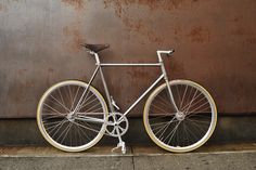 http://www.bertellibici.com  Performa Brakeless.  Hand brushed lugged steel. Deep rims on hig-flange hubs. Nitto bars and stem. Rare Ideale 87 leather saddle. The crankset is a vintage combo: Campagnolo Record cranks and Sugino Mighty chainring. To complete the setup we chose Veloflex Record racing tires, hand made in italy.