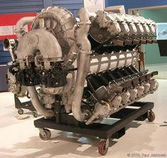 Allison RRHTAB rear The Allison on display at the Rolls-Royce Heritage Trust Allison Branch in Indianapolis, Indiana. Note the induction and how it differs from the 1925 drawing. Hemi Engine, Car Engine, Diesel Engine, Aircraft Engine, Ww2 Aircraft, Air Force Memes, Rolls Royce Merlin, Self Defense Martial Arts, Hydrogen Fuel