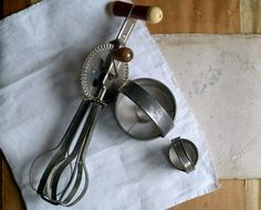 Lovely vintage kitchen tools from 5 Gardenias. #erindollar