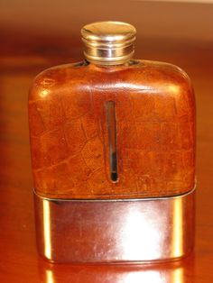 Beautiful Edwardian Art Deco Period Antique Silver Pate Crocodile Leather & Glass Hip Flask Circa 1925  A beautiful antique Edwardian Art Deco hip flask. Silver plate screw cap and removable silver plate base cup which is not engraved so could easily be personalised with a loved ones name or initials making the flask a fine commemorative gift. The flask is in overall good condition for its age with some wear as to be expected. Dimensions: 4 1/8(10.5cm) high by 2 3/4(7cm) wide