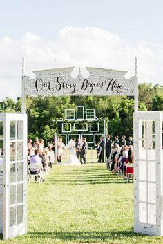 old door inspired outdoor wedding ceremony decoration ideas