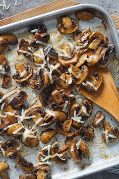 These super-flavorful mushrooms get a hint of sweetness thanks to a splash of balsamic vinegar. Parmesan cheese added at the end lends a savory note. Enjoy them as an accompaniment to steak or on their own as a side dish. Vegetarian Quiche, Vegetarian Dinners, Side Dish Recipes, Vegetable Recipes, Side Dishes, Mushroom Recipes, Roasted Mushrooms, Stuffed Mushrooms, Italian Appetizers Easy