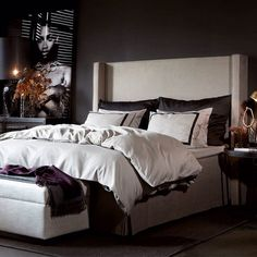 Bedroom Design And Decoration Tips And Ideas - Top Style Decor Comfy Bedroom, Bedroom Decor, Dispositions Chambre, Master Bedroom Makeover, Dark Interiors, Bedroom Layouts, Bed Styling, Bed Furniture, Decor Interior Design
