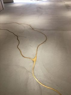 Connectedness - Kintsugi - japanese appreciation of imperfection by making repairs with gold - sophisticated diy - colour of molten keys (brass) If our concrete floor cracks, we're doing this to it! It's concrete with liquid gold to fill the cracks! Kintsugi, Interior Architecture, Interior And Exterior, Cosy Interior, Modern Interior, Home Decoracion, Stained Concrete, Painted Concrete Floors, Diy Concrete