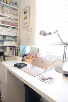 Desk Inspiration, Desk Inspo, School Desk Organization, Uni Desk, Office Desk, Bedroom Desk, Room Ideas Bedroom, Desk Setup, Room Setup