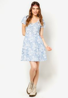 Lola Skye Rose Jacquard Dress I Beli di ZALORA Indonesia ®