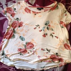 Forever 21 floral top Has 3 tiny holes not noticeable, size large Forever 21 Tops