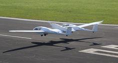 Le DLR, l'équivalent allemand de l'ONERA, a réalisé une première mondiale, le 29 septembre 2016 à Stuttgart, en faisant voler pendant dix minutes, un avion quadriplace équipé d'une pile à combustible fonctionnant à l'hydrogène.(...)