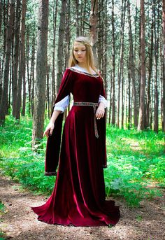 Elven dress velvet dress fantasy costume medieval dress Renaissance Wedding Dresses, Medieval Wedding, Wedding Bridesmaid Dresses, Dress Wedding, Gothic Wedding, Medieval Fashion, Medieval Dress, Medieval Clothing, Medieval Fantasy
