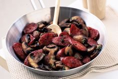 Chorizo sausage and mushroom is a versatile dish that can be eaten for breakfast, lunch or dinner. Primal Recipes, Cooking Recipes, Healthy Recipes, Easy Recipes, Chorizo Sausage, Mushroom Recipes, Low Carb Diet, Side Dishes, Stuffed Mushrooms