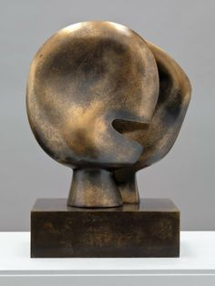 Artwork page for 'Moon Head', Henry Moore OM, CH, cast on display at Tate Britain. Abstract Sculpture, Bronze Sculpture, Sculpture Art, Henry Moore Sculptures, Digital Art Gallery, Ceramics Projects, Outdoor Sculpture, Modern Artwork, Land Art