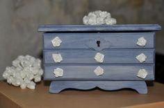 Petite boite à bijoux vintage en forme de commode : Boîtes, coffrets par un-jardin-de-reveries