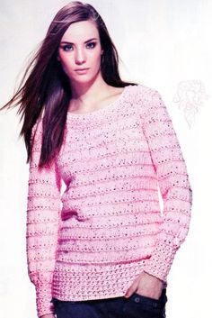 suéter de color rosa femenino