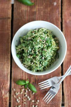 pinaatti-cashewpasta2 Vegan Recipes, Cooking Recipes, Vegan Food, Guacamole, Food Inspiration, Nom Nom, Food Porn, Herbs, Favorite Recipes
