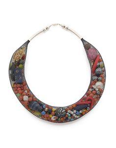 CHRISTIAN ASTUGUEVIEILLE - COLLIER résille de plastique noir, mélange de perles, perles en métal 1992 Pièce unique Dimensions: 19 x 16 x 3 cm - Diamètre: 12,5 cm