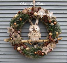 Christmas Wreaths, Christmas Gifts, Xmas, Diy Wreath, Door Hangers, Diy Crafts, Wallpaper, Holiday Decor, Garden