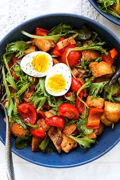 Red Pepper and Tomato Breakfast Panzanella Salad   www.floatingkitchen.net Easy Delicious Recipes, Healthy Eating Recipes, Healthy Cooking, Healthy Eats, Tomato Breakfast, Breakfast Ideas, Main Dish Salads, Red Peppers, No Cook Meals