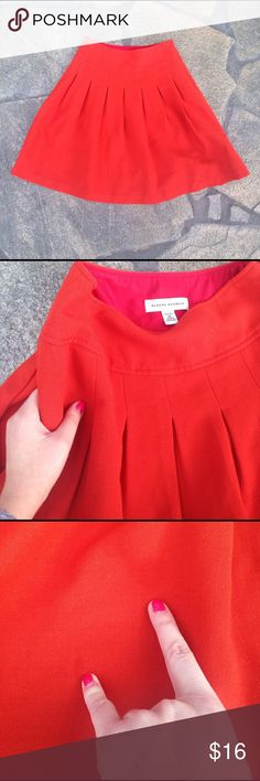 Burnt orange Banana Republic pleated skirt size 0P Burnt orange Banana Republic pleated skirt size 0P. Zipper on the side. POCKETS! 😍 has a couple spots in pic 3 that will probably come out when dry cleaned. Banana Republic Skirts Midi