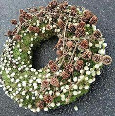 Christmas Wreaths, Floral Design, Bloom, Gardening, Holiday Decor, Home Decor, Pine Cones, Floral Wreath, Christmas Deco