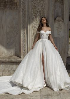 Shine bright like a diamond with the wedding dress Sirena by 💥💥💥 Princess Wedding Dresses, Dream Wedding Dresses, Bridal Dresses, Tomboy Wedding Dress, Ball Gown Wedding Dresses, Disney Inspired Wedding Dresses, Dubai Wedding Dress, White Princess Dress, Weeding Dress