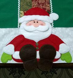 Caminho de mesa natalino, esse preço refere-se a medida 40cm x 1,70cm. Para medidas especiais entre em contato. <br>Confeccionado em tricoline, oxford e detalhes em feltro e sianinhas.