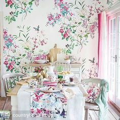 "This wallpaper is definitely not a ""shrinking wall-flower"" . . @Regrann from @countryhomesmag -  Why not try a showstopping style with a bold wallpaper design such as this beautiful @sanderson1860  Try supersized patterns on wide-width wallpapers to create bespoke murals or fabulous art walls. #toronto #interiordesigntoronto  #decor #design #decoration #wallart #wallpaper #homedecor #home #homedesign #interiordesign #interiordecor Interior Design Toronto - Home Decor - Furniture - Lighting…"