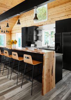 Black Kitchen Island, Black Kitchen Cabinets, Black Kitchens, Home Kitchens, Small Cabin Kitchens, Industrial Kitchen Design, Modern Kitchen Design, Interior Design Kitchen, Home Decor Kitchen