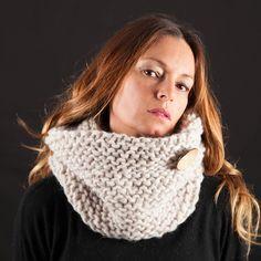 Cuellos de lana tejidos a mano.