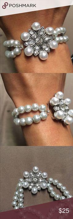 Rhinestone glass beaded bracelet Beautiful double stranded pearl white beads embellished with rhinestone flower pendant Jewelry Bracelets