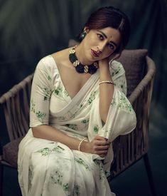 Beautiful Bollywood Actress, Beautiful Indian Actress, Beautiful Actresses, Saree Photoshoot, Bridal Photoshoot, Hot Actresses, Indian Actresses, Neha Pendse, Bollywood Designer Sarees
