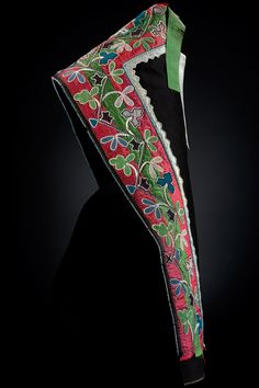 Anishinaabe hood  ca. 1860–1880  Canada  Wool cloth, silk ribbons, glass beads  69 x 28 cm  Purchase  13/5898