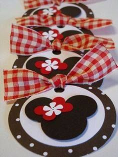 CM circle maker, heart maker and micro maker (flower) Minnie Mouse gift tags Theme Mickey, Mickey Party, Pirate Party, Disney Christmas, Christmas Tag, Card Tags, Gift Tags, Minnie Mouse Gifts, Mickey E Minie