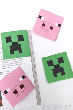 How to make a Creeper Corner Bookmark. Easy Paper Minecraft DIY for Minecraft Fans. Love this fun Corner Bookmark Design. Bookmarks Diy Kids, Bookmark Craft, Corner Bookmarks, Origami Bookmark, Bookmark Ideas, Handmade Bookmarks, Origami Art, Minecraft School, Minecraft Pixel Art