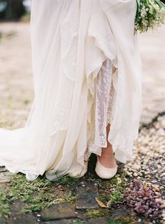 a delicate tuscan Inspired outdoor wedding . gown by cheryl taylor . image by tec petaja