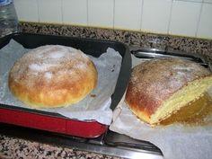 """TOÑAS DE NARANJA. También llamadas """"Tonyes"""", """"Fogasesetes"""", """"Monas"""" o """"Panquemaos"""" según los pueblos. Son típicas de toda la región valenciana. Se suelen hacer por Pascua. L… Muffins, Multicooker, Pan Bread, Food N, Mediterranean Recipes, Sin Gluten, Flan, Cake Pops, Sweet Recipes"""