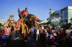 El Songkran o Año Nuevo tailandés celebra la llegada del año 2.556.