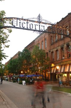 Victoria Row in Charlottetown, Prince Edward Island. Awhhhh my ole stomp in grounds ;)