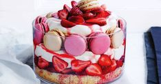 It's almost trifle season! This strawberries 'n' cream trifle is a new take on the old trifle recipe. And it includes macarons! Cakes To Make, How To Make Cake, Snickers Chocolate Bar, Christmas Ice Cream, Aussie Christmas, Australian Christmas, Christmas Desserts, Christmas Recipes, Christmas Cooking