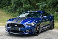 Blue Ford Mustang GT with dark grey wheels and stripes. Mustang Azul, Mustang Stripes, Mustang 1966, Blue Mustang, Mustang Cobra, Ford Mustang Shelby, Custom Muscle Cars, Pony Car, Car Ford