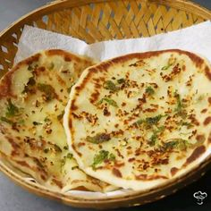 For all our Indian & Asian food lovers Here's a Perfect homemade chili cheese garlic naan recipe! Indian Naan Bread Recipe, Garlic Naan Bread Recipe, Butter Naan Recipe, Homemade Naan Bread, Best Bread Recipe, Cheese Naan Recipes, Recipes With Naan Bread, Puri Recipes, Indian Food Recipes