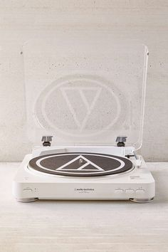 $180.00 Audio-Technica Wireless AT-LP60 Vinyl Record Player - White | Urban Outfitters