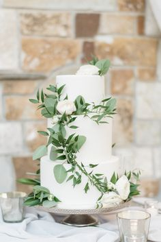 Mr and Mrs Wooden Wedding Cake Topper, Rustic Wood Arrow Reception Decoration Toppers (Mr & Mrs Arrow) - Ideal Wedding Ideas Wedding Cake Fresh Flowers, White Wedding Cakes, Elegant Wedding Cakes, Cool Wedding Cakes, Wedding Cake Designs, Fruit Wedding, Wedding Greenery, Wedding Rings, Elegant Cakes
