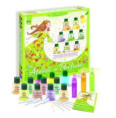 8 bases de parfums à sentir et évaluer pour créer des parfums aux notes fraîches, herbacées, toniques, fruitées et estivales. #parfum #création #bain