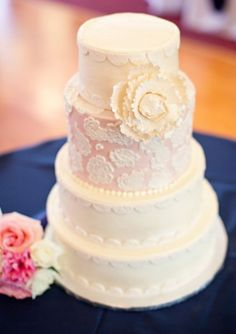 peach wedding cake idea via Lisa Hessel Photography   Deer Pearl Flowers
